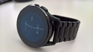 Vector Watch: Black Beauty am Handgelenk